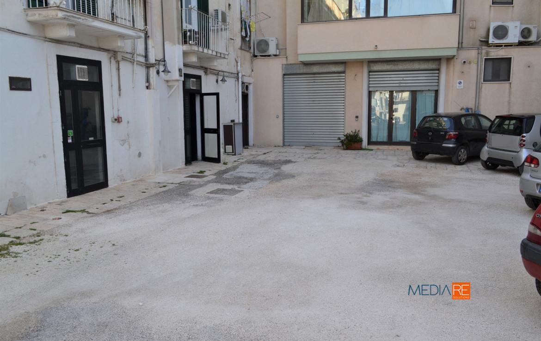 ingresso-compravendita-locazione-aste-giudiziarie-appartamenti-case-ville-trulli-casali-masserie-magazzini-depositi-terreni-beni-immobili-mediareimmobiliare