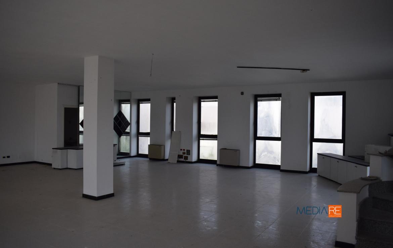 palazzina-compravendita-locazione-aste-giudiziarie-appartamenti-case-ville-trulli-casali-masserie-magazzini-depositi-terreni-beni-immobili-mediareimmobiliare