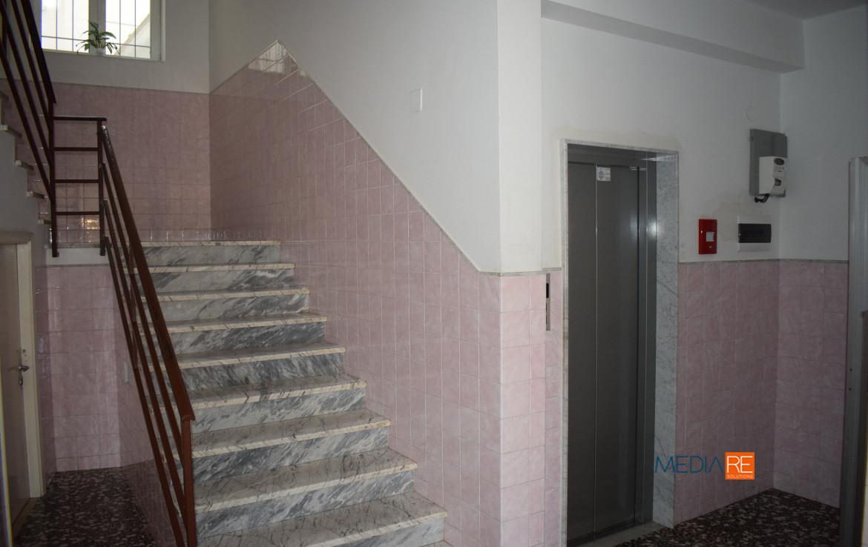 ascensore-compravendita-locazione-aste-giudiziarie-appartamenti-case-ville-trulli-casali-masserie-magazzini-depositi-terreni-beni-immobili-mediareimmobiliare