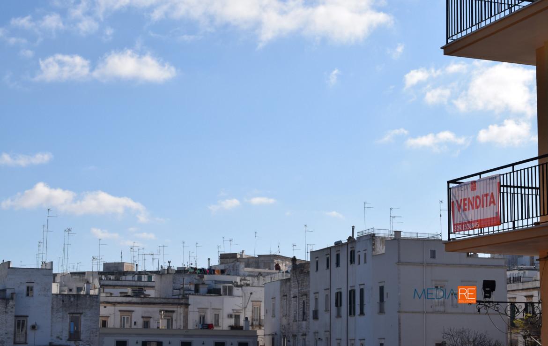banner-compravendita-locazione-aste-giudiziarie-appartamenti-case-ville-trulli-casali-masserie-magazzini-depositi-terreni-beni-immobili-mediareimmobiliare
