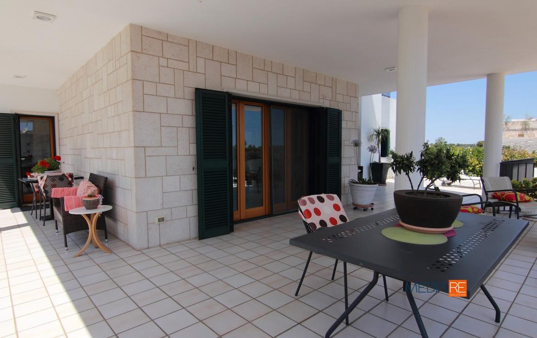 veranda-compravendita-locazione-aste-giudiziarie-appartamenti-case-ville-trulli-casali-masserie-magazzini-depositi-terreni-beni-immobili-mediareimmobiliare